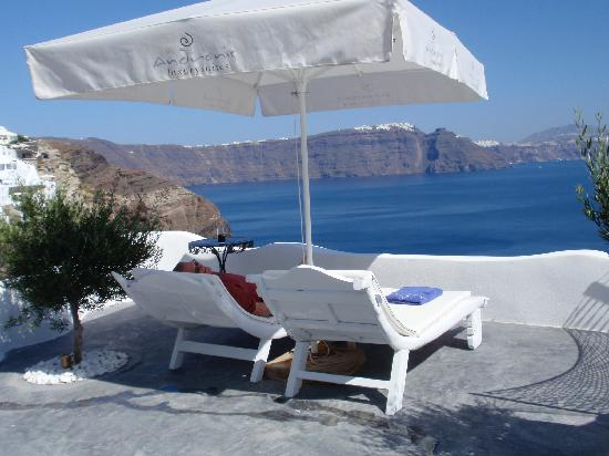 Andronis Luxury Suites: superb patio and view