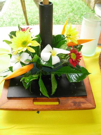 Maya Ubud Resort & Spa: Flowers, flowers everywhere