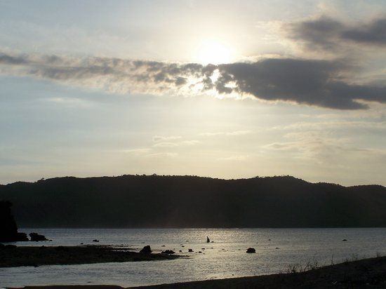Lombok, Indonesië: sunset over kuta bay