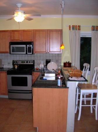 Pineapple Fields Resort: kitchen