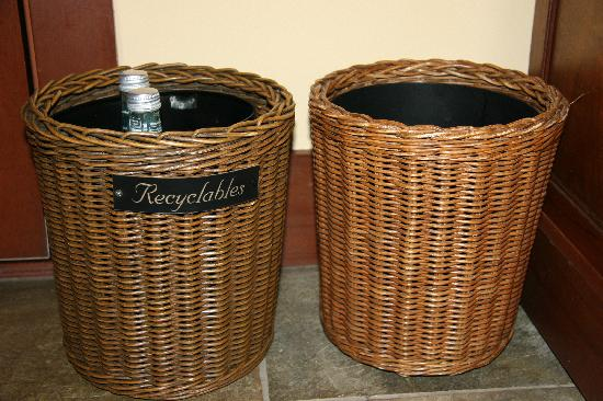 Four Seasons Resort Hualalai : very nice that there's also a wastebasket for recyclables