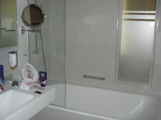 Nymphe Strandhotel & Apartments: Badezimmer