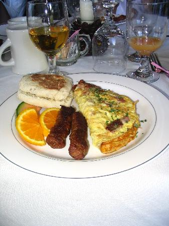 Whitney's Inn: Breakfast is served!  Plentiful, fresh and delicious