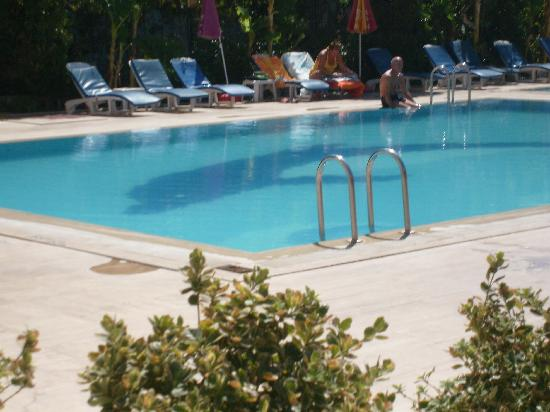 Albatros Apartments: The main pool, cold but good size and quiet.
