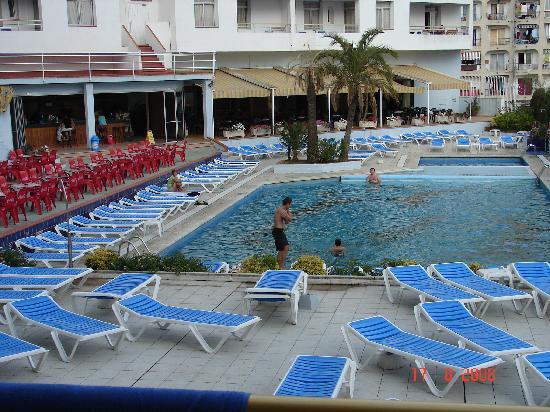 Windsurfen in het vieze water p foto van empuriabrava for Bar la piscine paris 18