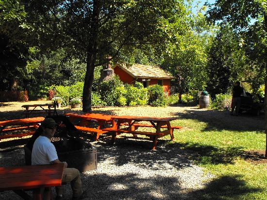 McMenamins Edgefield: Little Red Shed