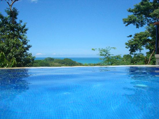 Casa MarBella: Beautiful view - infinity edge pool