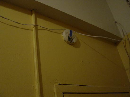"""La Semana Hotel: Un ejemplo del """"sistema eléctrico"""""""