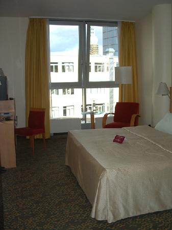 Mercure Hotel Dortmund City : R411, Mercure Dortmund City - note the spire of St Reinoldi-Kirche visible through the window