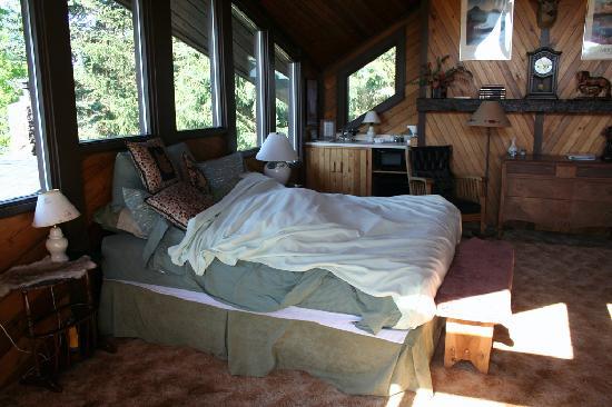 Deer Crossing Bed and Breakfast: The Suite