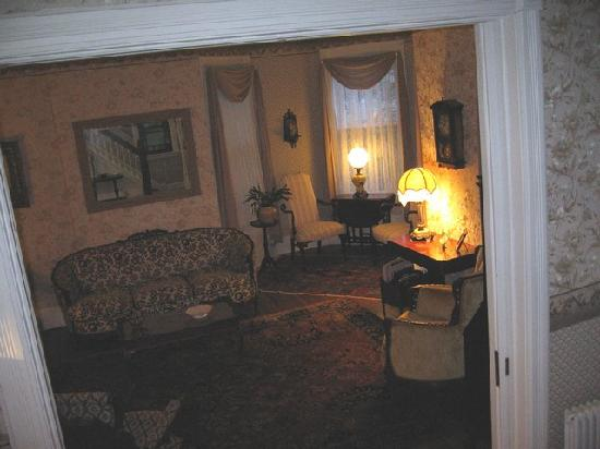 Stonegate Bed and Breakfast: Stonegate Living Room