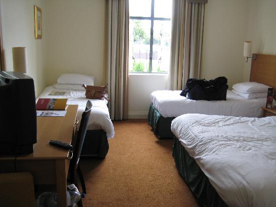 Armagh City Hotel: Big room