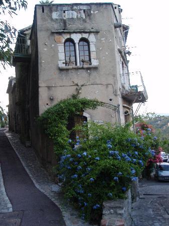 St-Paul-de-Vence, France: Corner apt built 1709