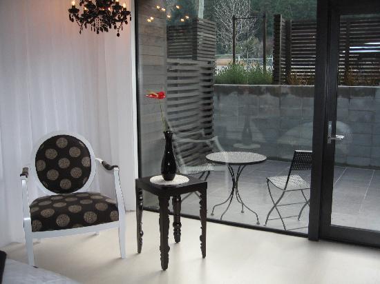 Queenstown Park Boutique Hotel: furniture