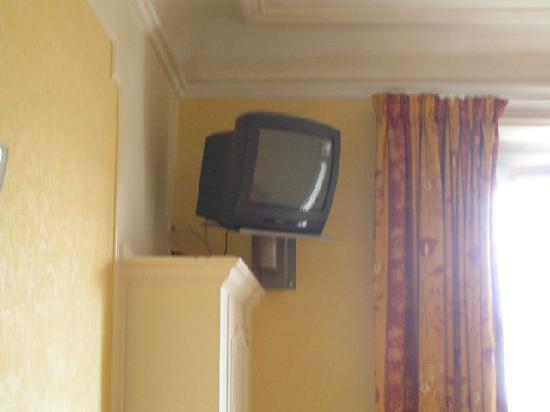 Hotel du Square d'Anvers: The TV