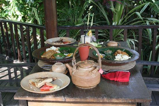 Hotel Tugu Bali: Petit déjeuner sur le ponton