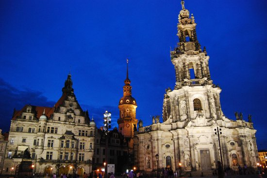 Dresden, Alemania: Night city view