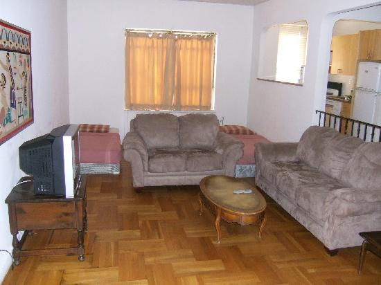 Chelsmore Apartments: living room with two single beds (we took apartment for 4= 150$)