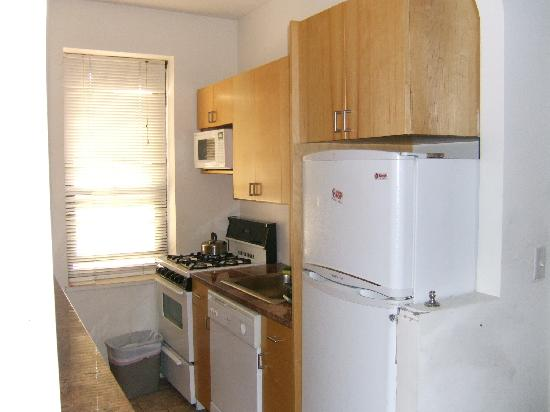 Chelsmore Apartments: kitchen