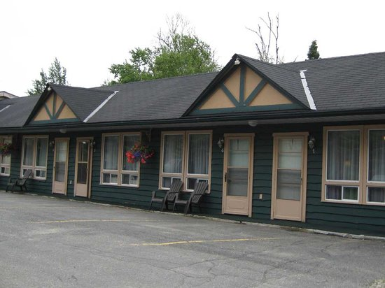 Best Northern Motel and Restaurant: Typical old-fashioned motel layout.