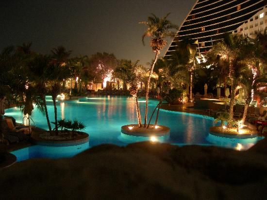 Leisure pool at night picture of jumeirah beach hotel for Hotels with private pool in dubai