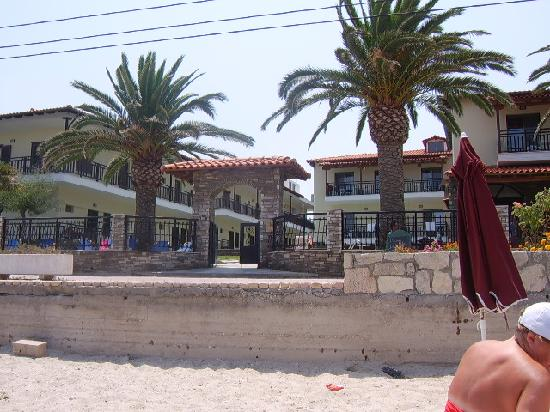 Polichrono, Grecja: hotel from our sunbed on the beach