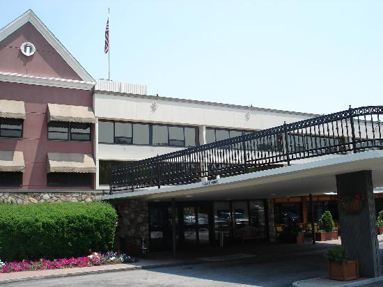 Radnor Hotel: outside