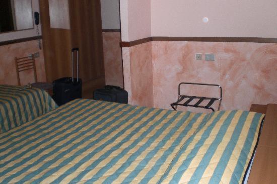 Hotel Monica: The triple room