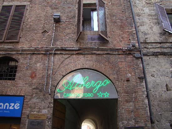 Albergo Cannon d'Oro: Front entrance