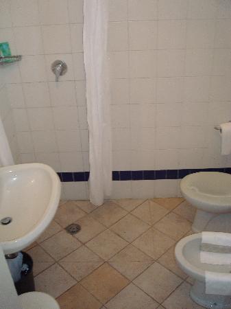 Albergo Cannon d'Oro: Bathroom