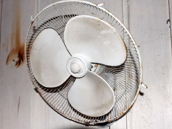 Chalet Hibiscus: Ventilador sin protección frontal.