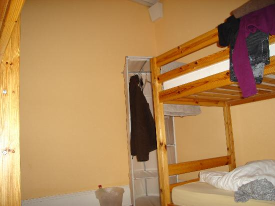 Lausanne Guesthouse & Backpacker: Our room
