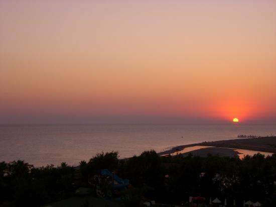 Kirman Sidera Luxury & Spa: Coucher de soleil depuis notre balcon