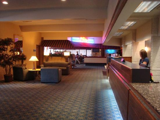 Best Western Plus University Inn : Check-in and snack bar
