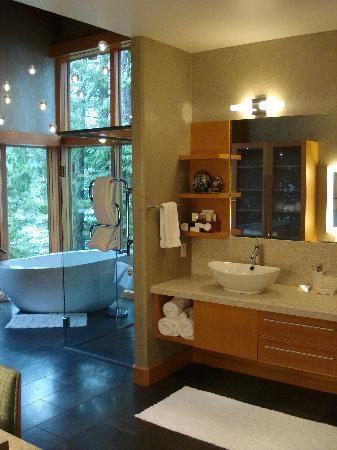 Sonora Island, Canada: Bathroom in the 11000 sq ft House