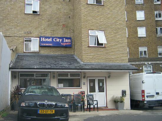City Inn Express: The main entrance is a hidden parking lot