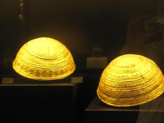 Museo Arqueologico Nacional: cuencos de oro