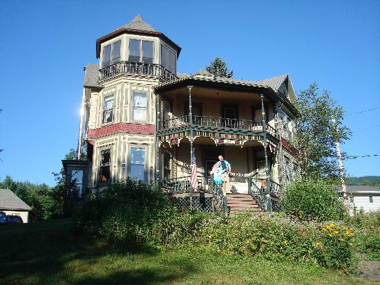 Catskill Lodge: The Victorian house