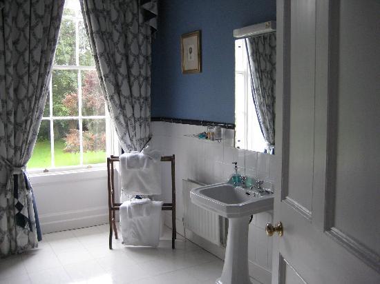 Beaufort House: bathroom, view 2