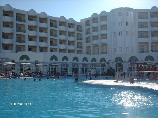 El Mouradi El Menzah : piscine