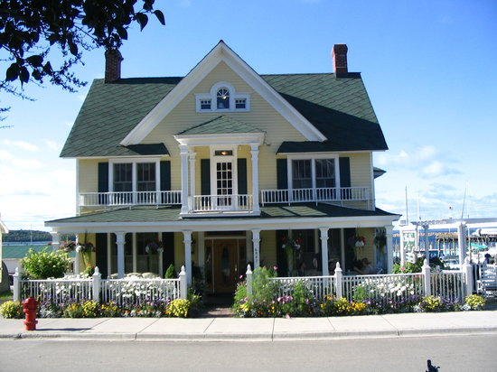 Bay View of Mackinac Bed & Breakfast: Bay View B&B Front