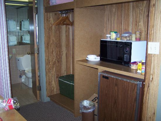 Riverhouse at the Park: fridge & microwave in every room!