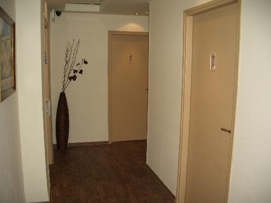 Little House In Rechavia : Noisy corridors-Nicely designed