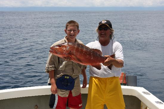 La Paloma Lodge: Parjo Snapper caught while fishing and eaten next day at lodge