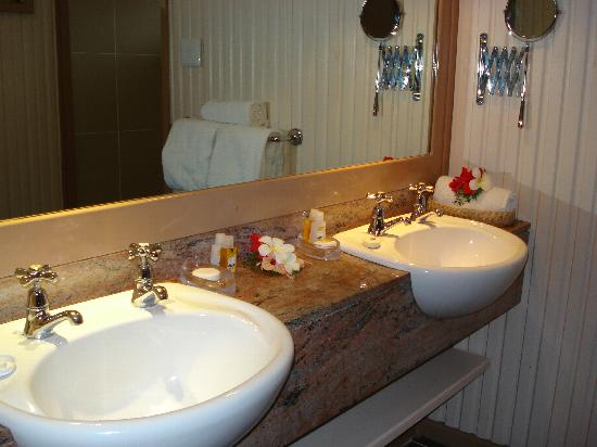 Nice Bathroom Sinks : nice double sink bathroom - Picture of Matamanoa Island Resort ...