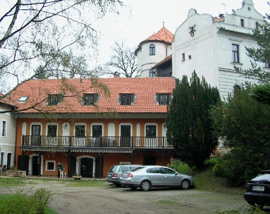 Pension Vetrnik: View of the couryard; owners live in the white building (old windmill)