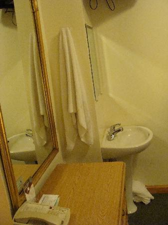 The Amsterdam Inn: Our Room - Basin & Chest of Drawers