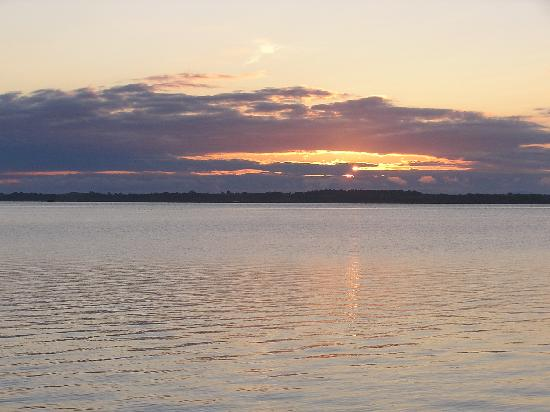 Marine Village Cottages: Lake Champlain Sunrise