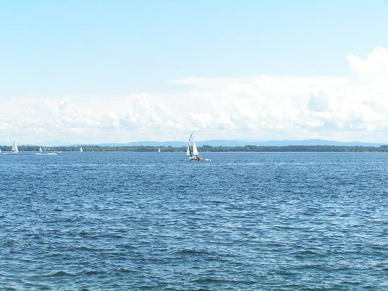 Marine Village Cottages: Lake Champlain