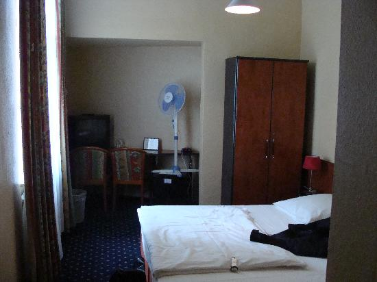 Carlton Hotel - Frankfurt: Double Room 1